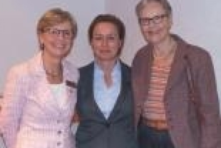 Frau Klein umrahmt von Z Heike Dienemann und Kristina Erichsen-Kruse
