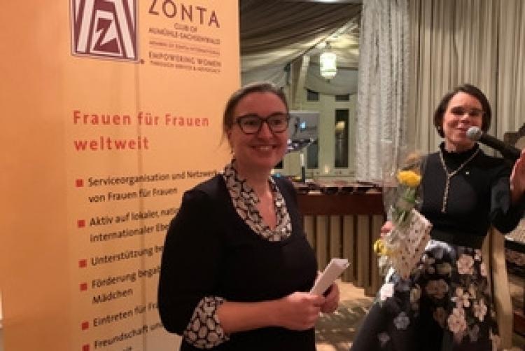 Gundi Gadesmann, Brüssel, Festrednerin beim Zonta Fest in Aumühle