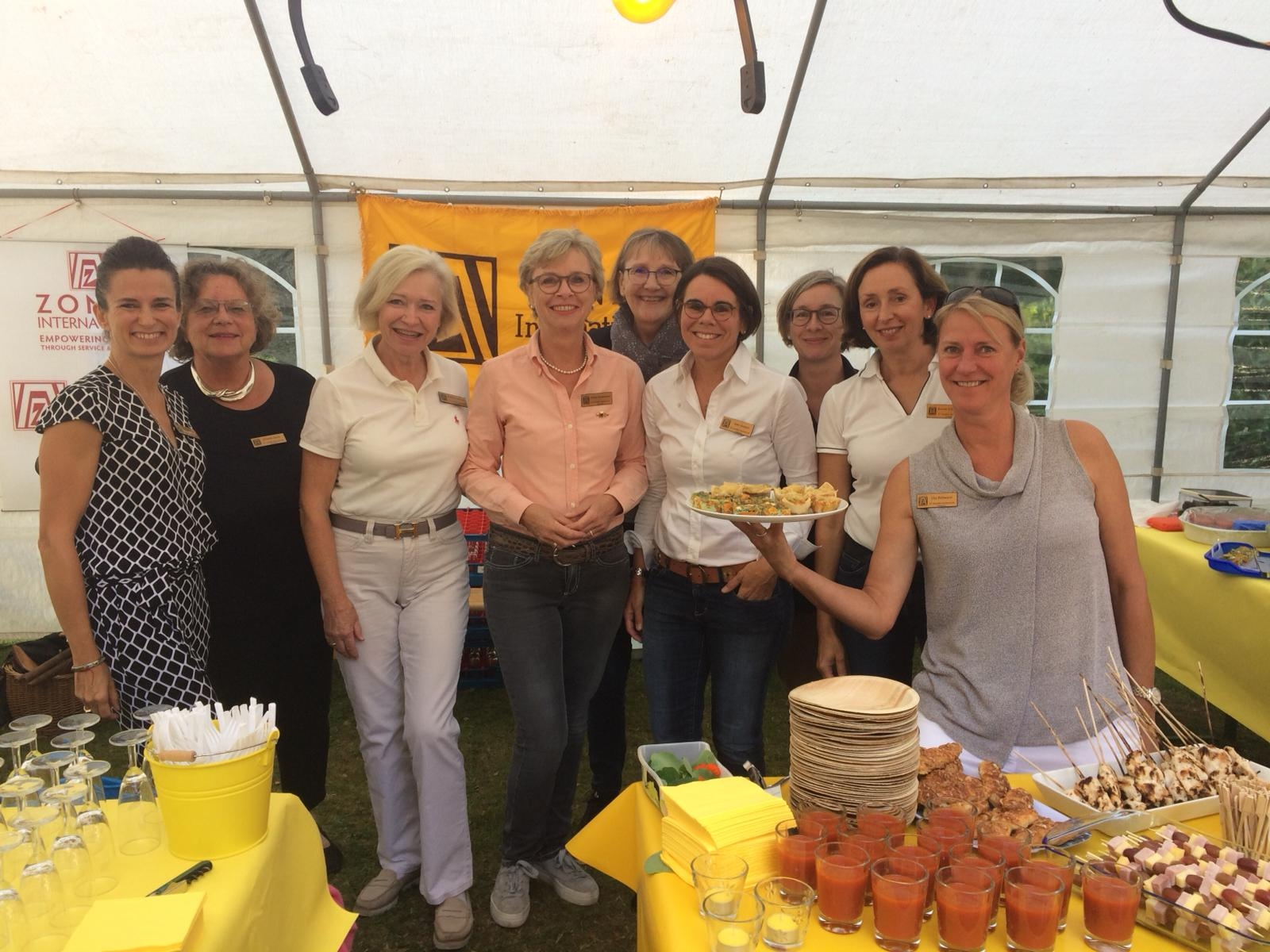 Sommerfest Aumühler Service-Clubs ZONTA Stand